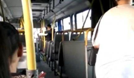 SLIKA TOPI SRCA! Zabeleženo u našem gradskom prevozu - pogledajte šta su uradili ovi BAKA I DEKA! Istopiće i NAJTVRĐA SRCA (FOTO)