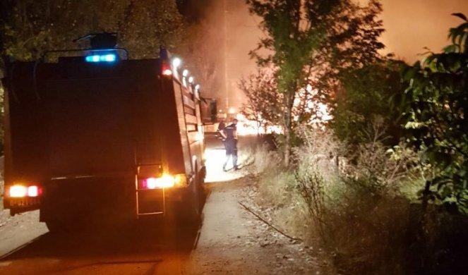 (FOTO) PANIKA U SELU BRADARAC: U stravičnoj eksploziji i požaru na naftnoj bušotini POVREĐENA DVA RADNIKA!