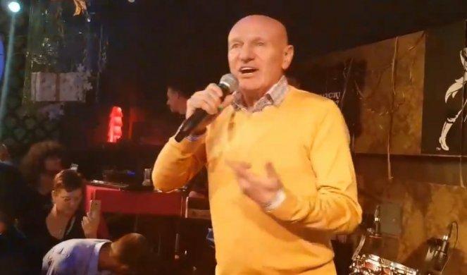 VIDEO) ODLAZIŠ, ODLAZIŠ, RUŠIŠ MI SVE! Ovo je poslednja pesma koju je Šaban  Šaulić otpevao u nemačkom klubu neposredno pre nesreće! - Informer
