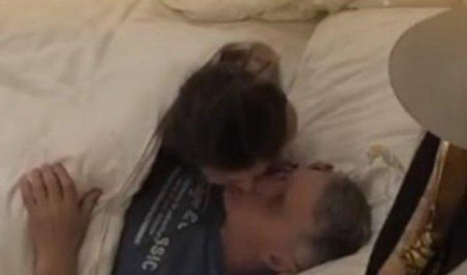 Sex kamerama parovi video pred EKSPLICITNE SCENE