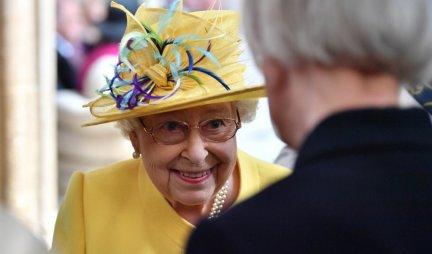 ŠOK I NEVERICA! Kraljica Elizabeta tokom poseta uvek NOSI OVO SA SOBOM, a razlog će vas IZNENADITI