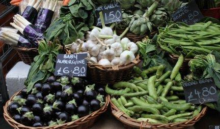 DA LI JE OVO NAJČUDNIJE MESTO GDE POSTOJI PIJACA? Ono što je neverovatno možete se voziti i kupovati voće i povrće! (Video)