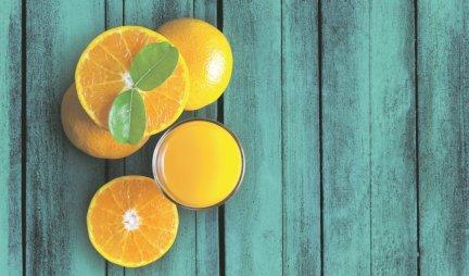 SJAJAN TRIK! Evo kako da oljuštite pomorandžu pomoću kašike!