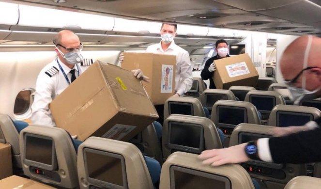 (FOTO) ONI SU NAŠI JUNACI! Pogledajte šta radi posada aviona koji dovozi humanitarnu pomoć iz Kine!