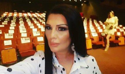 REĐALA JE NAJVEĆE HITOVE, A SADA PREŠLA U GLUMICE! Pojavila se na pozorišnoj sceni u Beogradu i SVE IZNENADILA (FOTO)