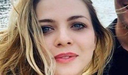 ISPLIVALA FOTKA NINE JANKOVIĆ IZ PORODILIŠTA! Evo kako glumica izgleda posle porođaja! /FOTO/