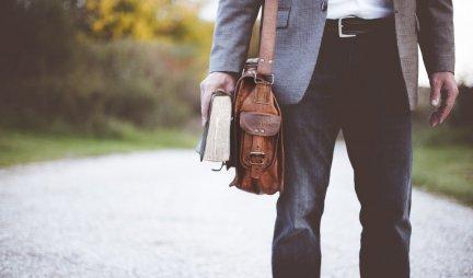 UČITELJICA priredila IZNENAĐENJE nekadašnjem đaku, SADA PREDAJE NJEGOVIM UNUCIMA, a posle pola VEKA SE DESILO OVO...