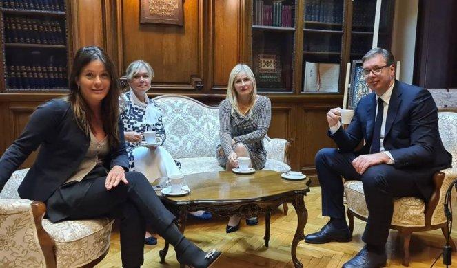 (FOTO) PRVI ZAJEDNIČKI ČAJ SA SUZANOM PAUNOVIĆ U PRISUSTVU NEZAMENLJIVOG SAVETNIČKOG DVOJCA! Vučić objavio fotografiju iz Predsedništva!