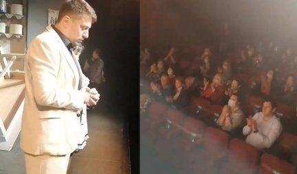 NA SCENI SAOPŠTENO DA JE UMRO - potresna scena u POZORIŠTU! Pogledajte kako se publika OPROSTILA OD NAŠEG GLUMCA (VIDEO)