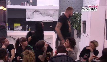 JANJUŠ GURNUO MAJU - HAOS U BELOJ KUĆI! Marinkovićeva ga ZAGRLILA - on POBESNEO! Nije se KONTROLISAO! (VIDEO)