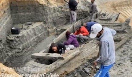 SPEKTAKULARNO OTKRIĆE KOD KOSTOLCA Arheolozi na dubini od 7 metara NAŠLI PRAVO BLAGO /FOTO/
