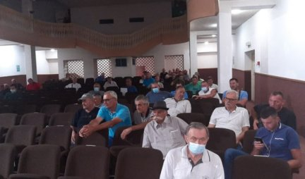 More than 130 farmers signed contracts in the first round for subsidies