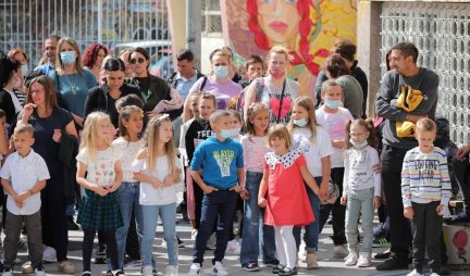 DONATED AT THE BEGINNING OF SCHOOL!  The city of Uzice, in addition to school supplies, also paid the first-graders 5,000 dinars
